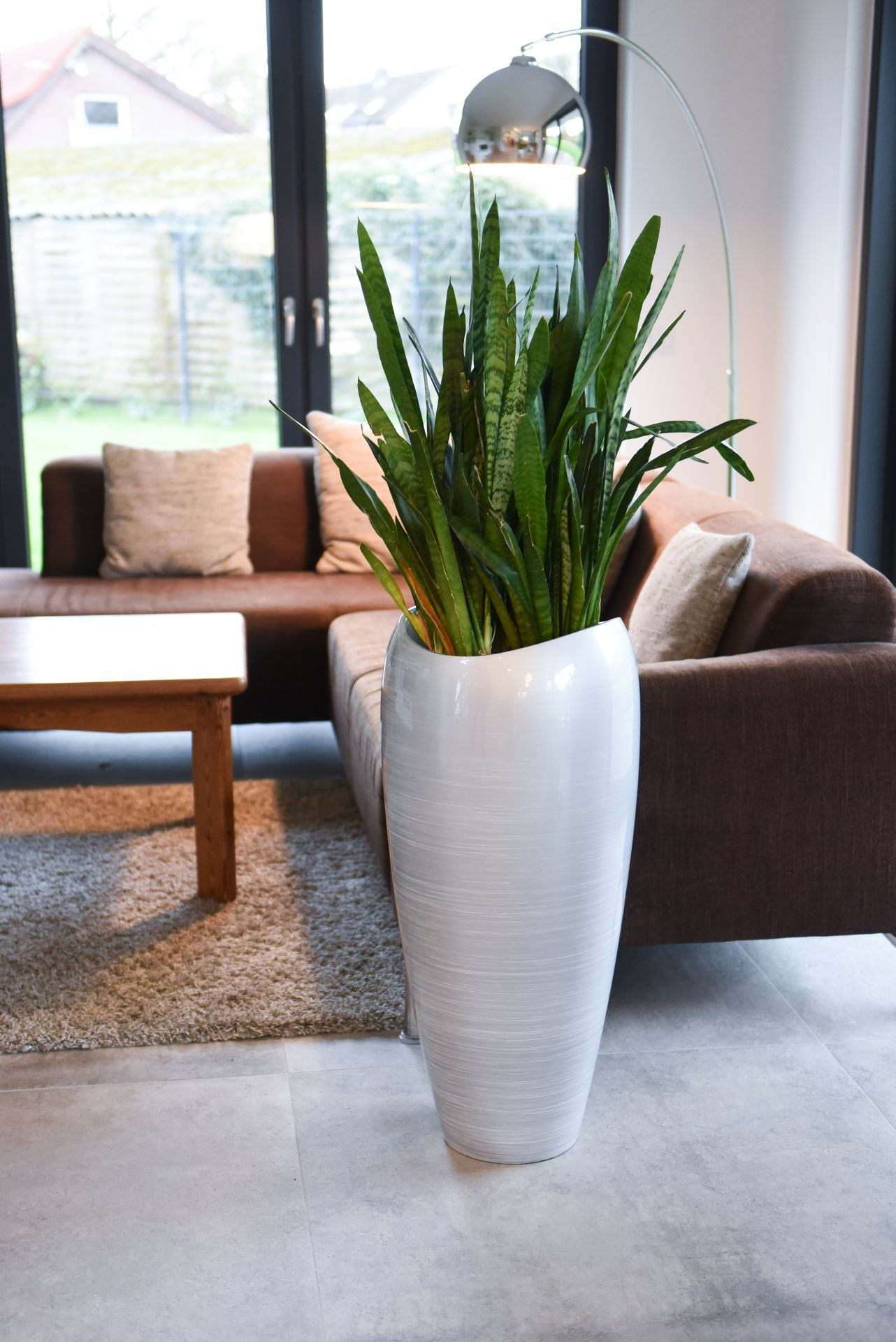 Exklusive Pflanzkübel pflanzkübel pflanzgefäß exklusiv deluxe 81 cm hoch silber weiß