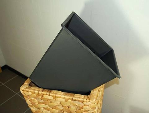 blumenk bel eins tze f r wasserhyazinthe und polyrattan jetzt aus kunststoff pflanzk bel blog. Black Bedroom Furniture Sets. Home Design Ideas
