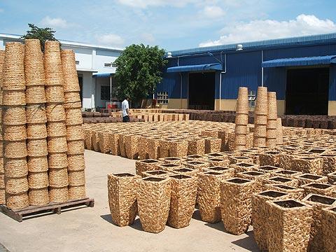 Wo Blumenkübel entstehen: Reise zu Partnern in Vietnam ...