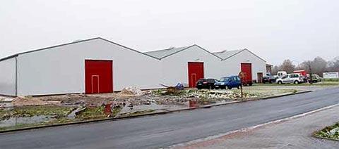 Drei Lagerhallen Ansicht außen AE Trade Schortens