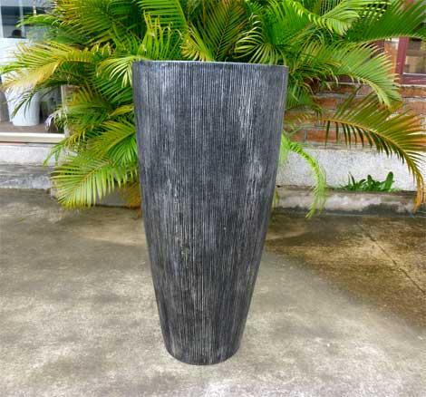 Blumenkübel mit geriffelter Oberfläche