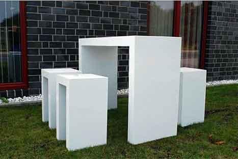 Supermoderne gartenmöbel aus faserbeton und fiberglas ...