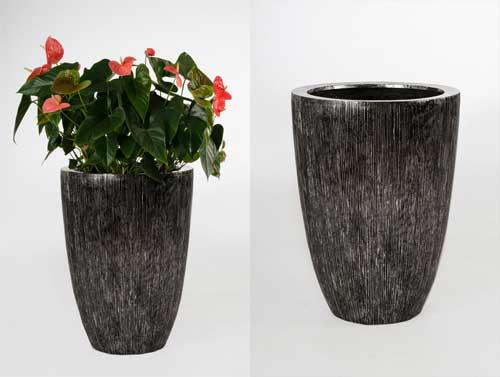 Raffiniertes Design: das exklusive Pflanzgefäß OPALA, geriffelt und ...
