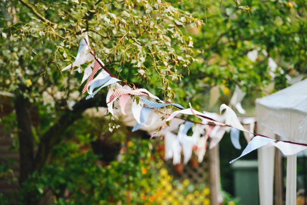 Girlande im Garten Fest