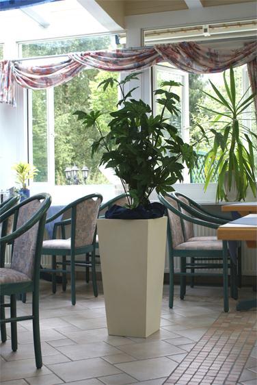 Blumenkuebel_Aggertal-Hotel_1_web