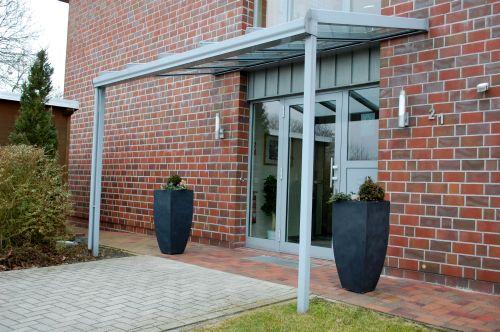 Fiberglas Pflanzkübel Cubic Anthrazit Hauseingang